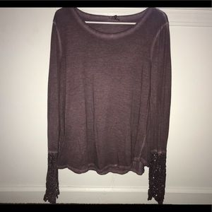 Blouse with lace sleeves 💜